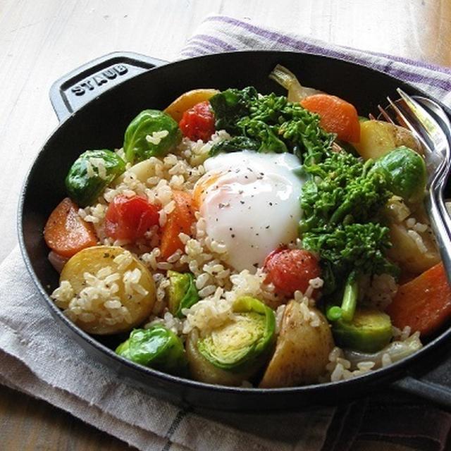 春野菜と玄米のホットサラダ 温泉卵のせ♪