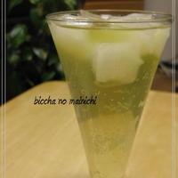 ピーチ×緑茶でさわやかカクテル