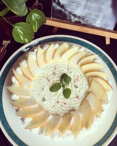 レアーチーズケーキ~リンゴを飾って、簡単!可愛くなりました~♪♪