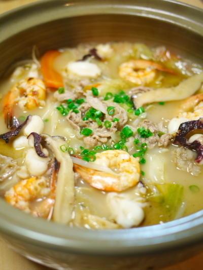 袋生麺で、スープもシメも~  海鮮ちゃんぽん鍋