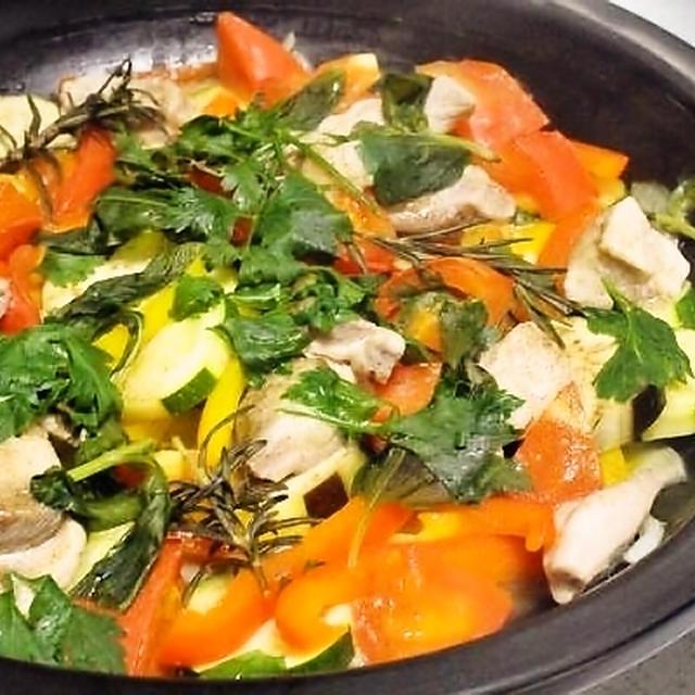 鶏と野菜のタジン