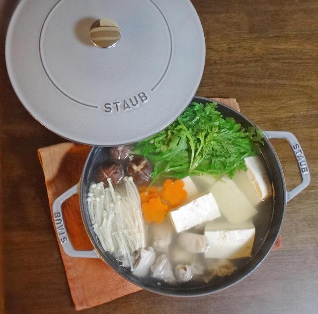 ストウブで鶏肉仕立ての湯豆腐