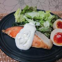焼き鮭のヨーグルトソース~セージの香り