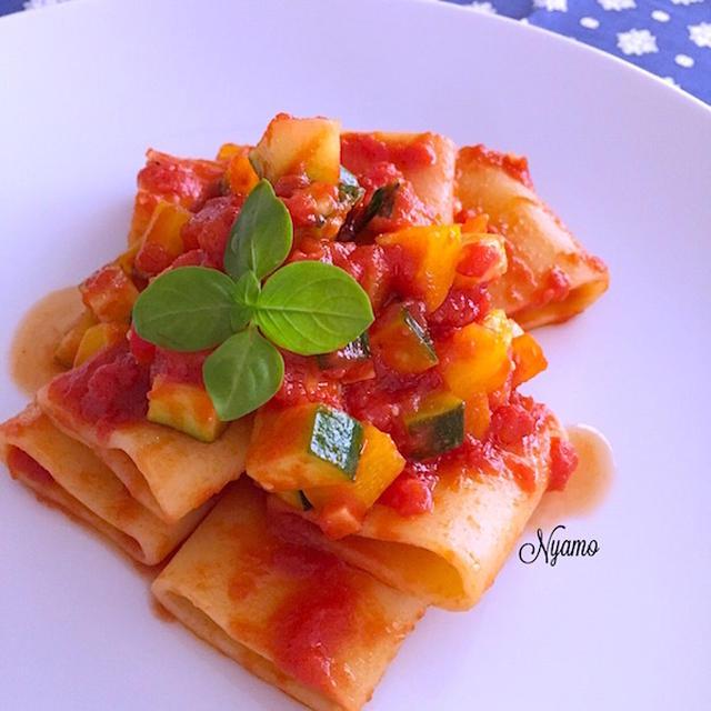 ズッキーニとパプリカたっぷり!トマトソースのパッケリ
