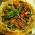 愛知県産:赤車えびとドライトマトのピザ