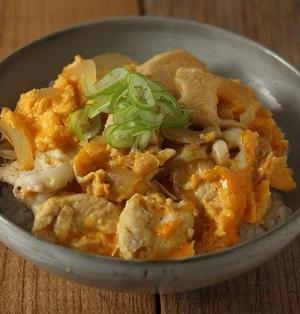 フライパン&麺つゆで簡単♪鶏むね肉のとろ~り親子丼