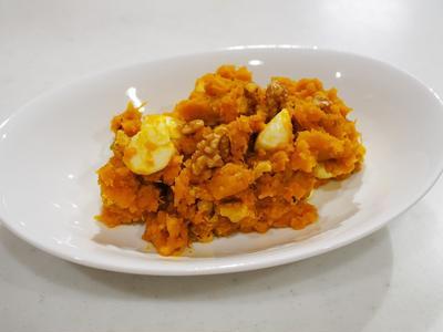 かぼちゃサラダと骨付きチキンのトマト煮込み