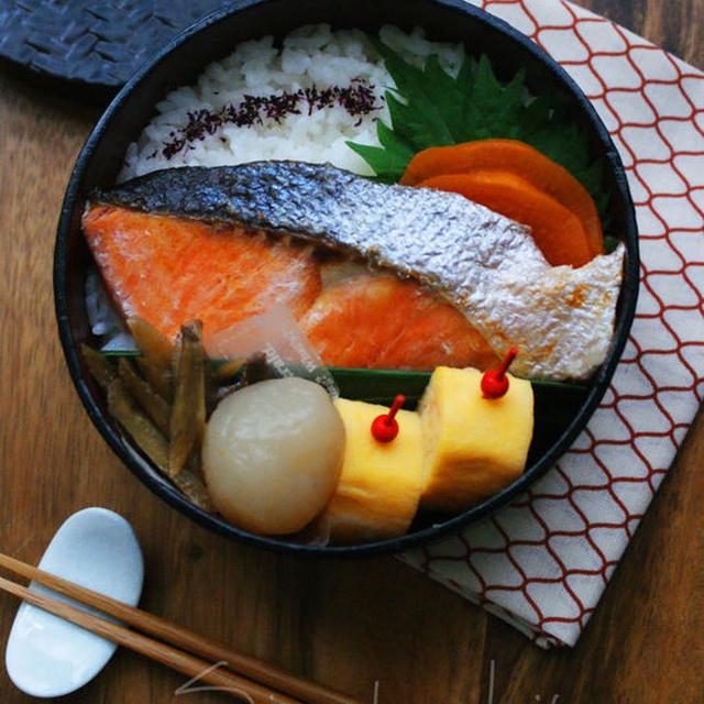 焼き鮭弁当と山形名物玉こん