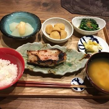 【献立】赤魚の粕漬け、ふろふき聖護院大根胡麻味噌ダレ、里芋の煮物、ほうれん草のお浸し、白菜のお漬物