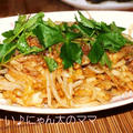 <納豆キムチうどん>と<きのことひき肉のお吸い物> by はらぺこ準Jun(はーい♪にゃん太のママ改め)さん