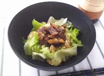 肉の脂でコクがたっぷり!カリカリ牛肉とキノコの混ぜご飯