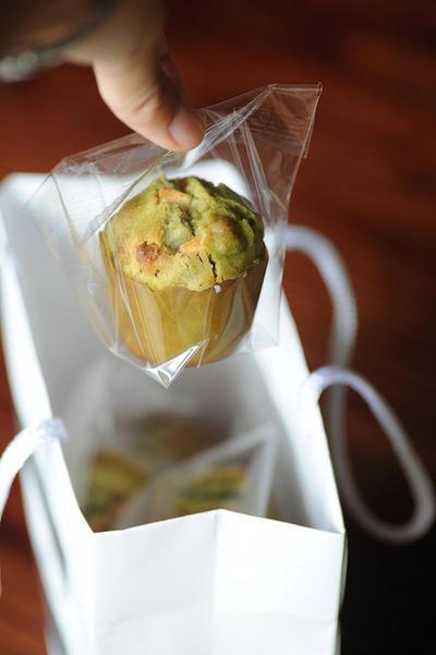 Mini muffin aux thé vert, chocolat blanc, noix. Et c'est le temps des fleurs de riz…
