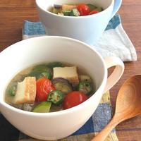 食べるスープでビタミン補給☆夏野菜と厚揚げのみそ汁