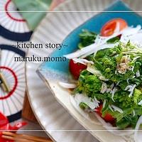 ヘビロテ中!菜の花と新玉ネギとしらすの簡単サラダ*わさびドレッシング&お気に入り食器