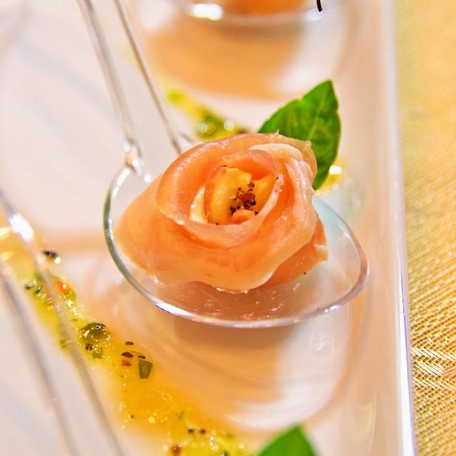 花おつまみ♪生ハムとクリームチーズのバラ