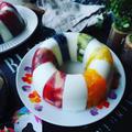 寒天ケーキの季節がやってきた❤️どっさり果物でさっぱりヘルシー❤️しましま虹色牛乳寒天ケーキ♪