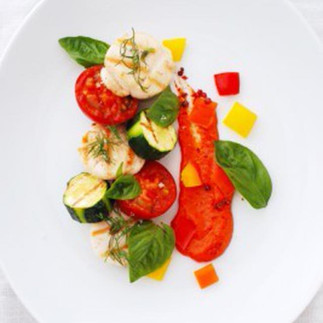 ホタテと夏野菜のグリエ、赤ピーマンのソースST.JACQUES,LEGUMES D'ETE GRILLES SAUCE POIVRON ROUGE