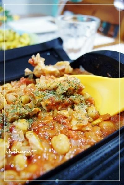ルクエDE*鶏もも肉とひよこ豆のトマト煮込み*…を狙う犬。