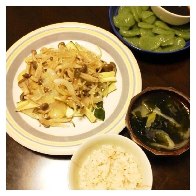 昨日の夕ご飯☆自家製塩麹で野菜炒め