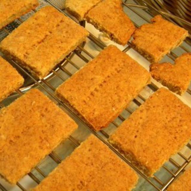 チーズケーキの台にするグラハムクッキー