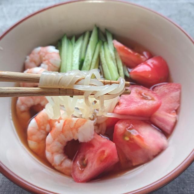つるつるしこしこ盛岡冷麺(きゅうり、トマト、えびのせ)