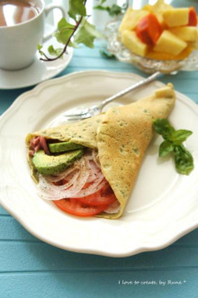 素敵な気分で朝食♪野菜たっぷりバジルクレープ包み