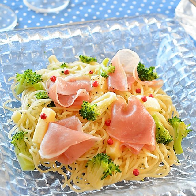 熱々の塩焼そばに生ハムをふわり、イタリアンなおいしさ♪