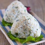 【メシ通連載】おにぎりに、丼に! 超簡単「塩そぼろ」がとにかく使える!【今週はおにぎり】