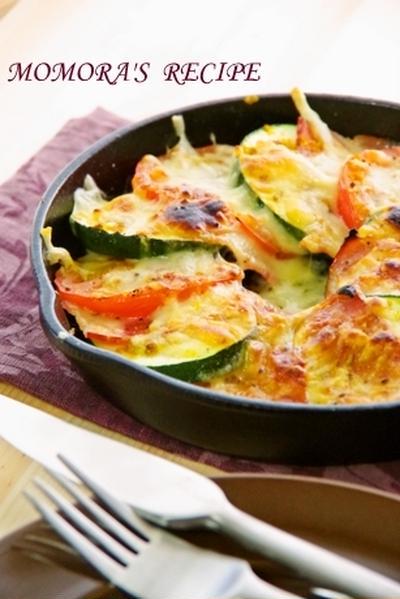 楽天レシピトップページ掲載♡簡単・節約♪スキレットと魚焼きグリルで簡単5分ズッキーニとトマトのカレーチーズ焼き&スキレットレシピ他2品