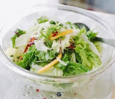 彩り野菜のサラダーにんじんドレッシング添え〜銀座ランチ