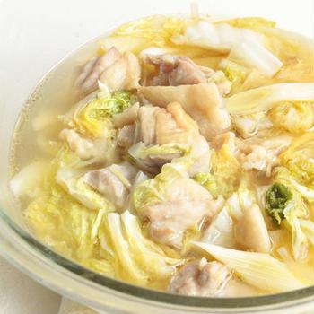 鶏ねぎ白菜のうま塩スープのレンジで簡単作り方。糖質ひかえめで体が温まるレシピ。