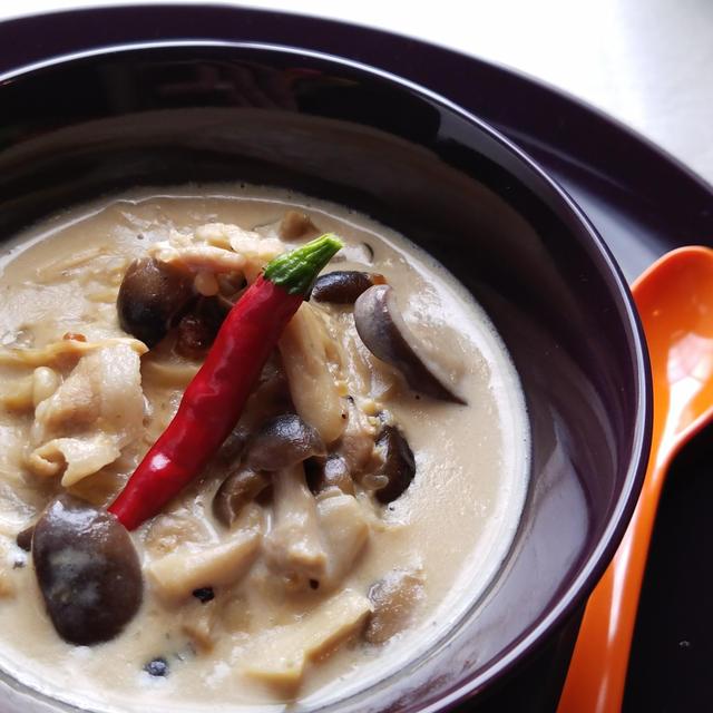 ほっこり♪きのこだらけの豆乳と牛乳の味噌バタースープ