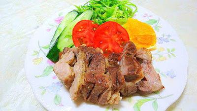 """塩・胡椒・ブラックペッパーのシンプルな味付け """" 豚肩肉のステーキ"""""""