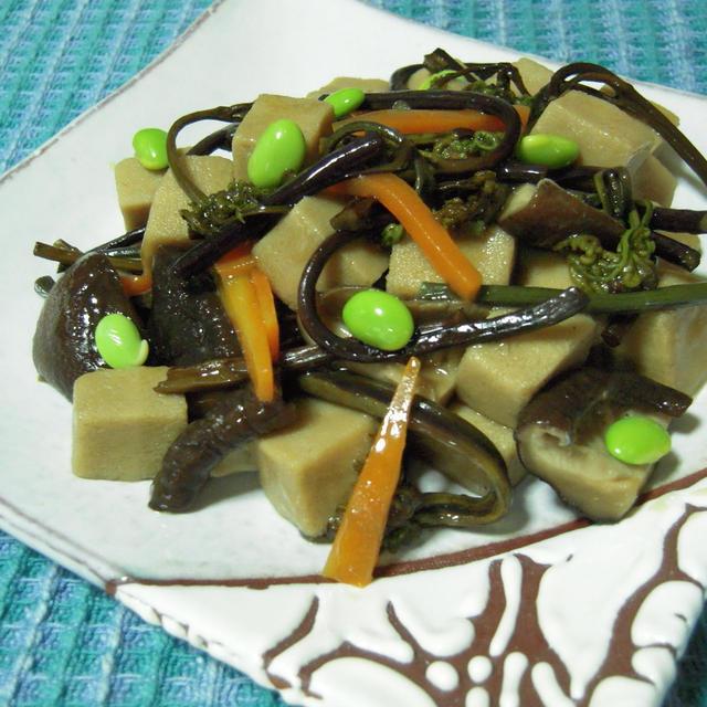 高野豆腐とわらびのあんかけ、萩焼の器で。