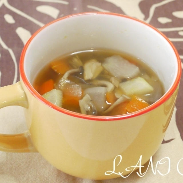 干しきのこと根菜のスープ