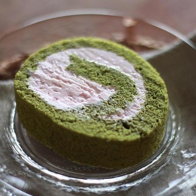 抹茶とイチゴクリームのロールケーキ