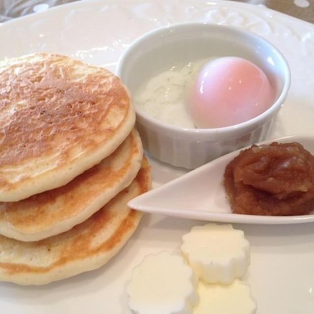 シンガポールの朝ごはん風に ~ 「カヤジャムでパンケーキ」。