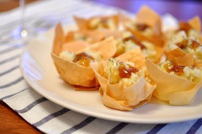 海老とジャガイモのサラダのワンタンカップ ジュレのせ