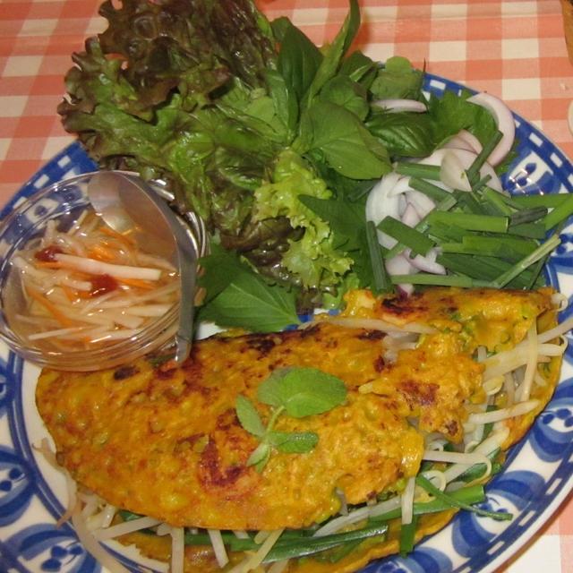 タイ風お好み焼きバンサオ(バインセオ)