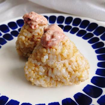 さっぱり!梅まよカツオ玄米おにぎり