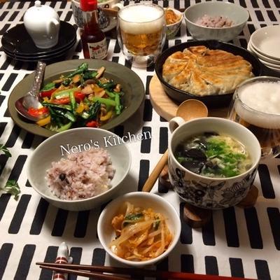 鉄鍋餃子・小松菜とクルミの炒めもの・キクラゲと卵のスープ♪