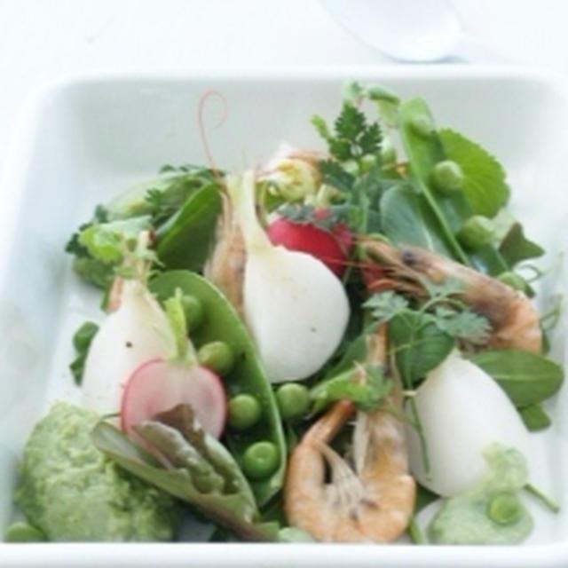 グリーンピースのペーストでいただく春のグリーンサラダ