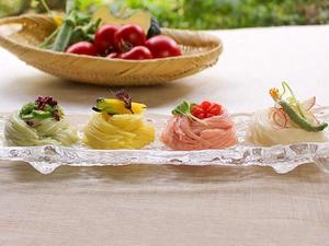 これからの季節にピッタリな、カラフルな素麺のセットです。トマト、かぼちゃ、オクラと3種の夏野菜の味は...