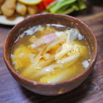 焼きネギとベーコンのスープ