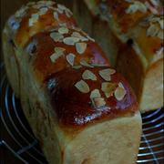 チョコレートとアーモンドののミニ食パン