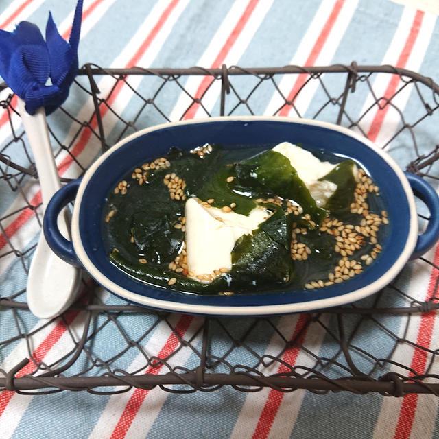 レンジでお手軽簡単♪ごま油香る豆腐とわかめスープ