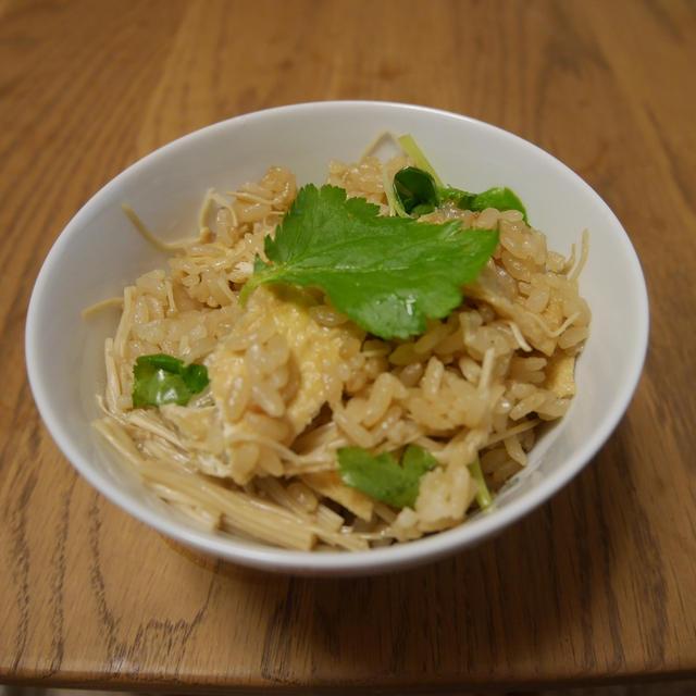 ダイエットに最適! えのきと油揚げの炊き込みご飯のレシピ