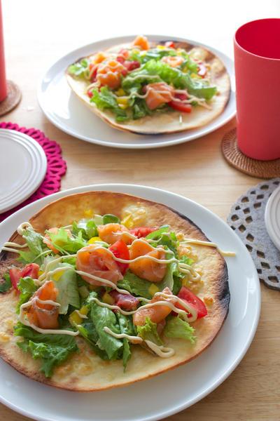 【 ノルウェーサーモンで華やかサラダピザ! 】