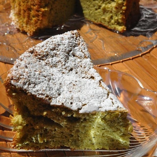 抹茶のホワイトチョコレートケーキ