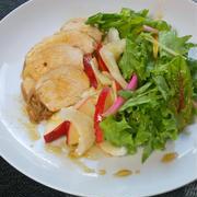ちょっと和風がやさしい〜さっぱり鶏チャーシューとリンゴとセロリのサラダ。